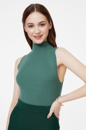 RIBBED SLEEVELESS KNIT TOP (324821)
