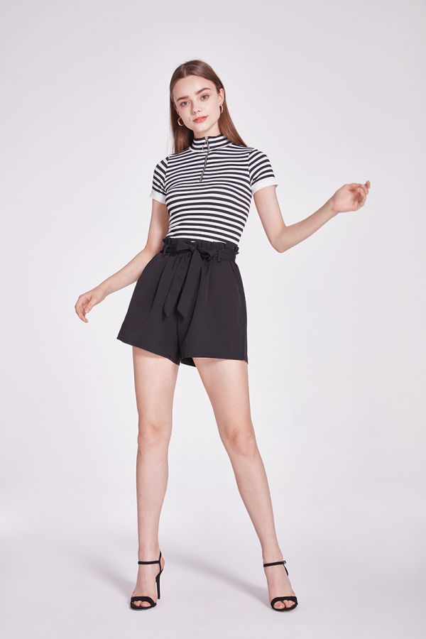 TERI FRONT ZIP SHORT SLEEVE TOP