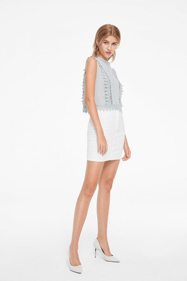 MAGNOLIA SLEEVELESS LACE DETAIL TOP (323188)