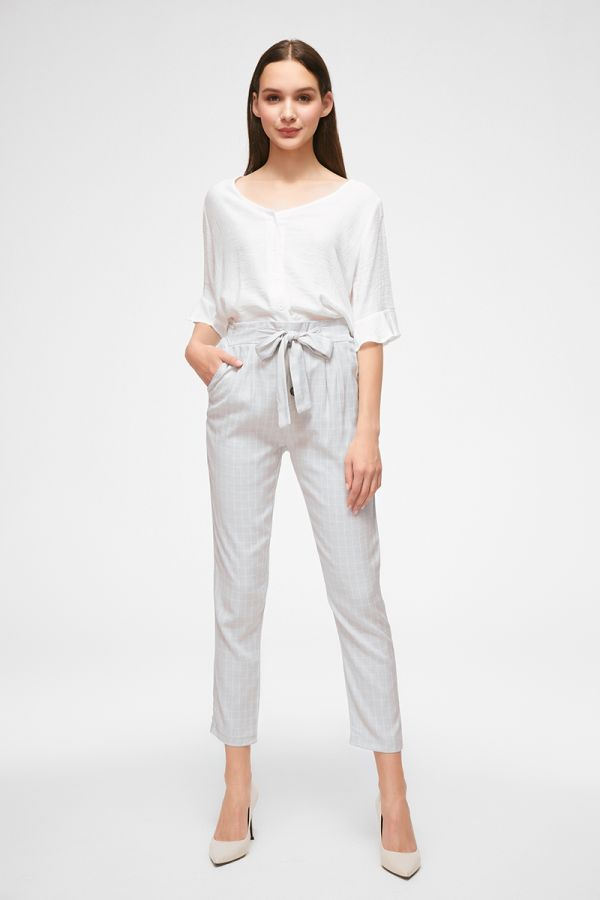 BUTTON DETAILS PEG PANTS  (324905)